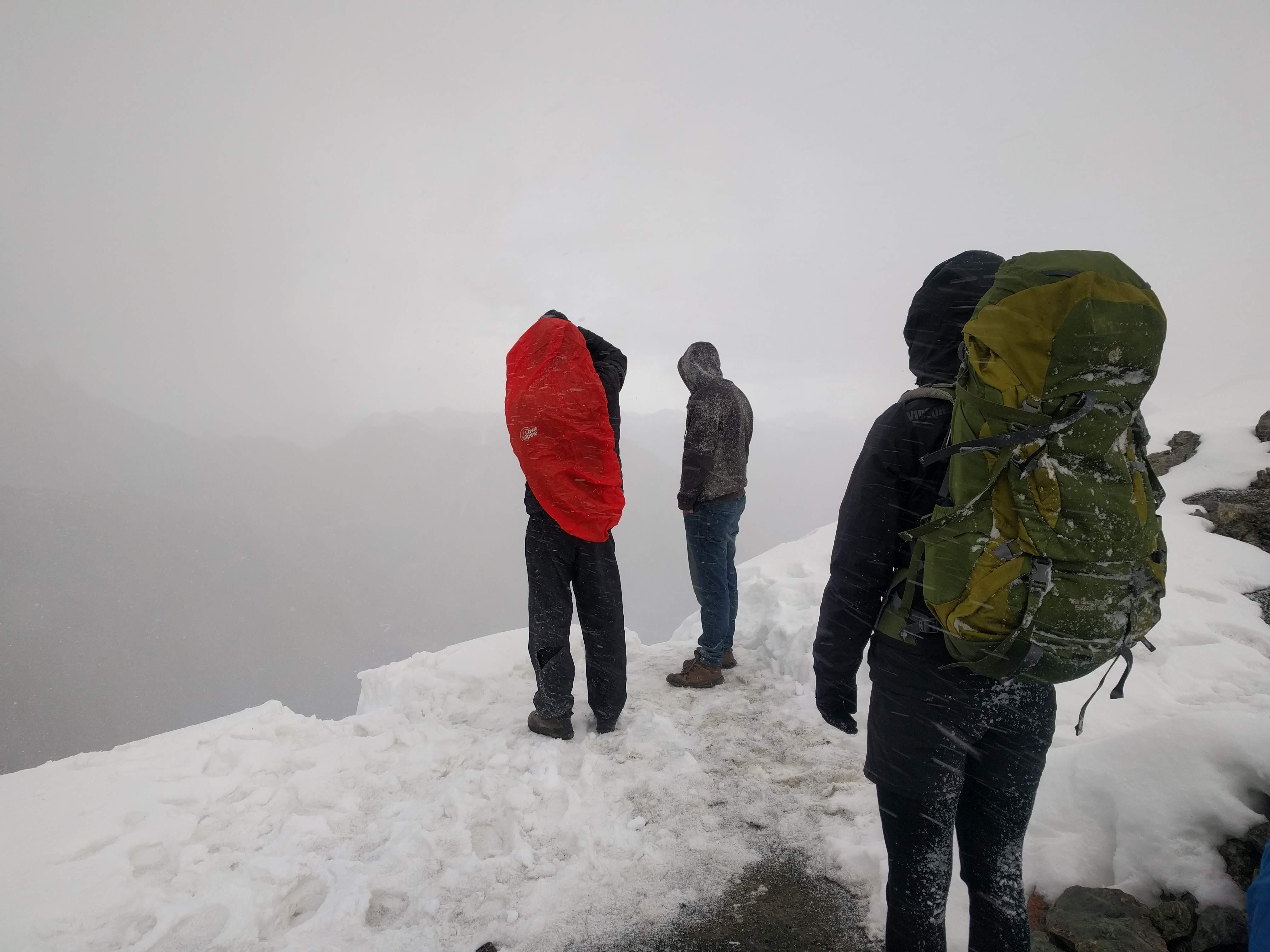 Dan zwoeg je uurenlang om de berg op te geraken, en zie je dit aan de overkant. Help!