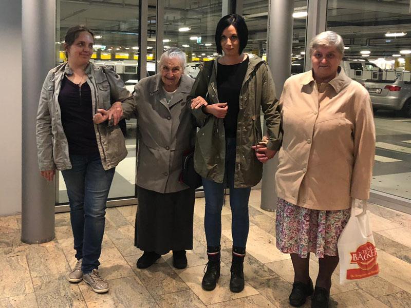 Besuch im Einkaufszentrum in Ried Bild 5
