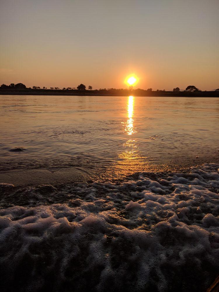 Zonsondergang op het water