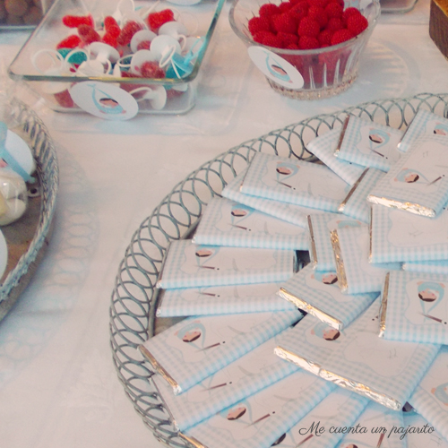 Chocolatinas de bautizo personalizadas modelo Cigüeña, etiquetas, mesa dulce