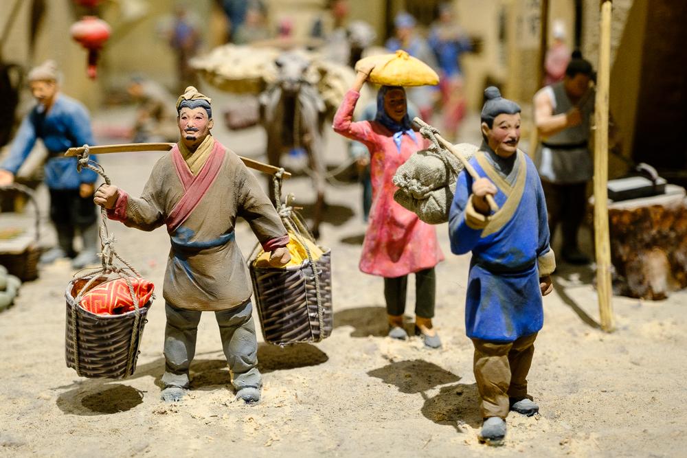 Een tafereel over het leven van eeuwen geleden in het Xinjiang Uyghur Autonomous Region Museum.