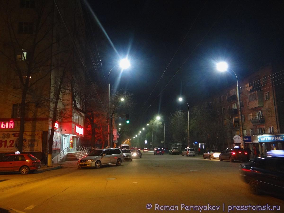 LED-светильники освещают улицу Бишкека