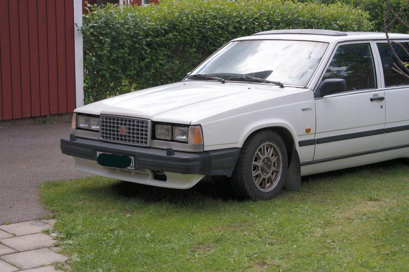 dl.dropboxusercontent.com/s/kcex8blllwybuox/Classic_Volvo_740_stylad.jpg