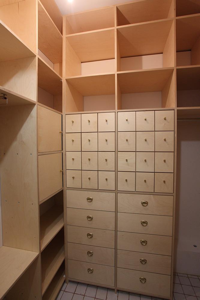 встроенный шкаф кладовка фанерный фанера ящики картотека
