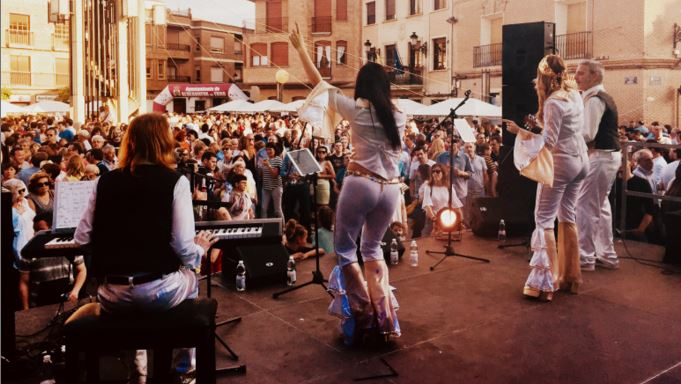 ABBA4-contratacion-grupo-tributo-abba-tinglados-management