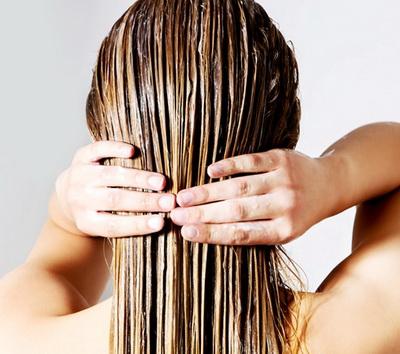 Нанесение смывки для волос