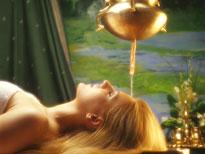 Ayurveda: Der Stirnguss verhilft dem Körper zu tiefer Entspannung