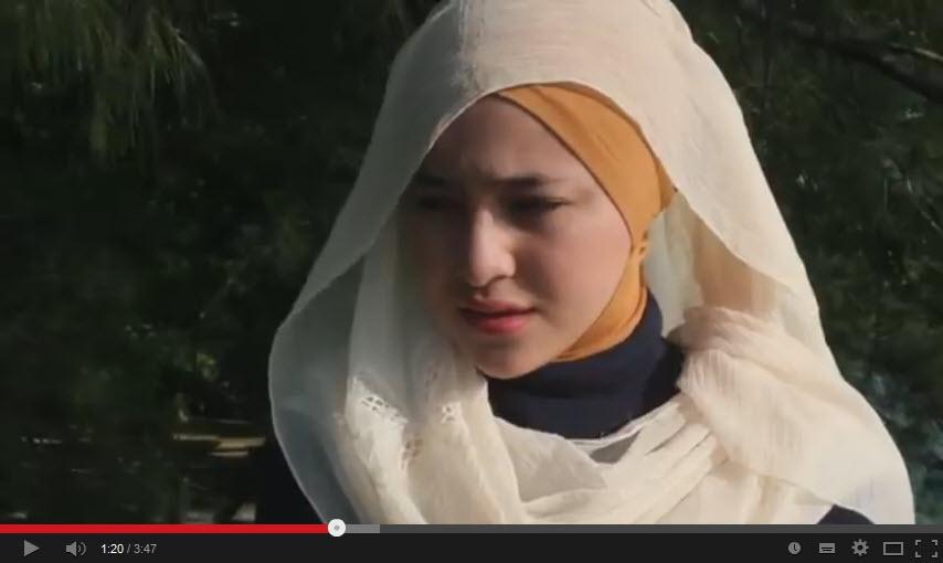 Berbeda dengan video sebelumnya, Marshanda terlihat anggun dengan busana muslim di video The Unspoken - Episode #1 - You Used Me.