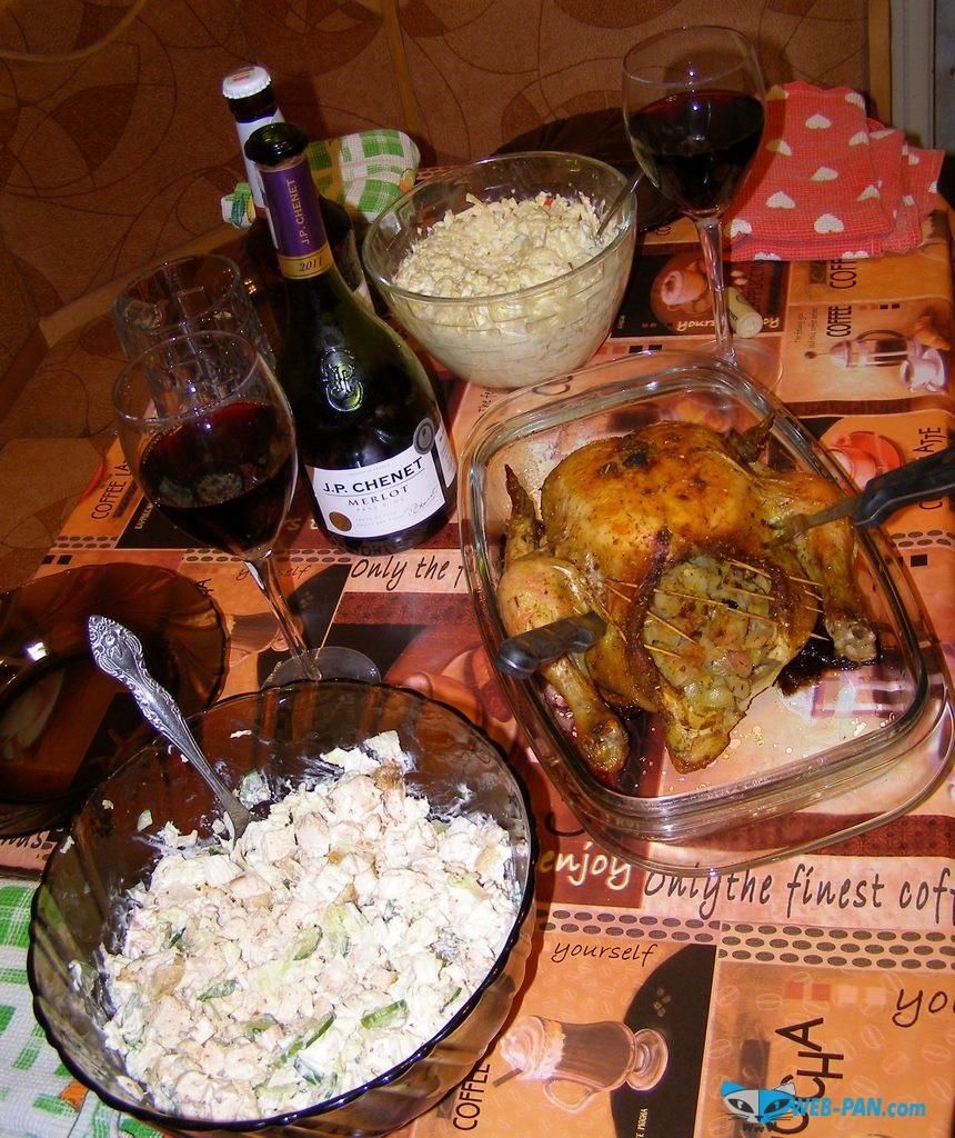 Ужин с друзьями, салатики из креветок и авакадо, курочка и отменное вино!