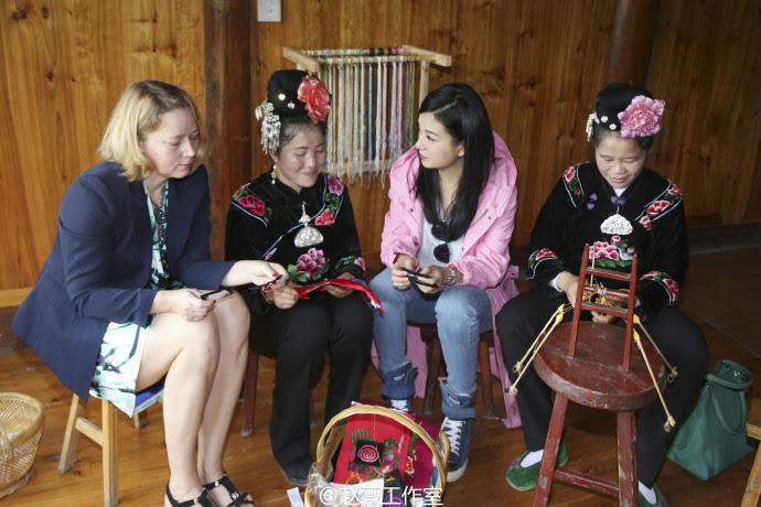 """Triệu Vy - Đại sứ thiện chí UNDP Trung Quốc - Dự án """"Bàn tay thêu nên hạnh phúc"""" [VietSub]"""