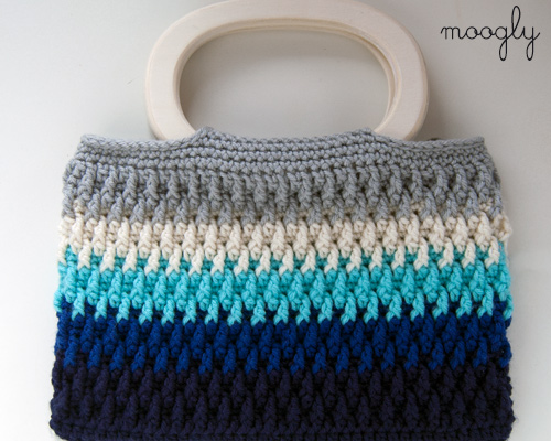 Chroma Beach Bag Free Crochet Pattern  |  via Crochetrendy