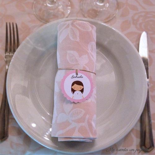 Etiqueta personalizada con el dibujo Gabriela atada a la servilleta