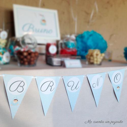 Guirnalda con nombre de la mesa dulce del bautizo de Bruno, globos, pompones, chuches, lámina