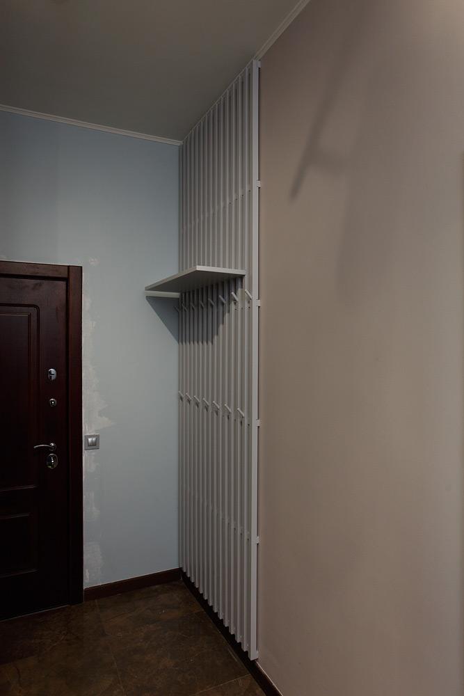 реечная вешалка прихожая раздевалка ясень массив крючки одежда