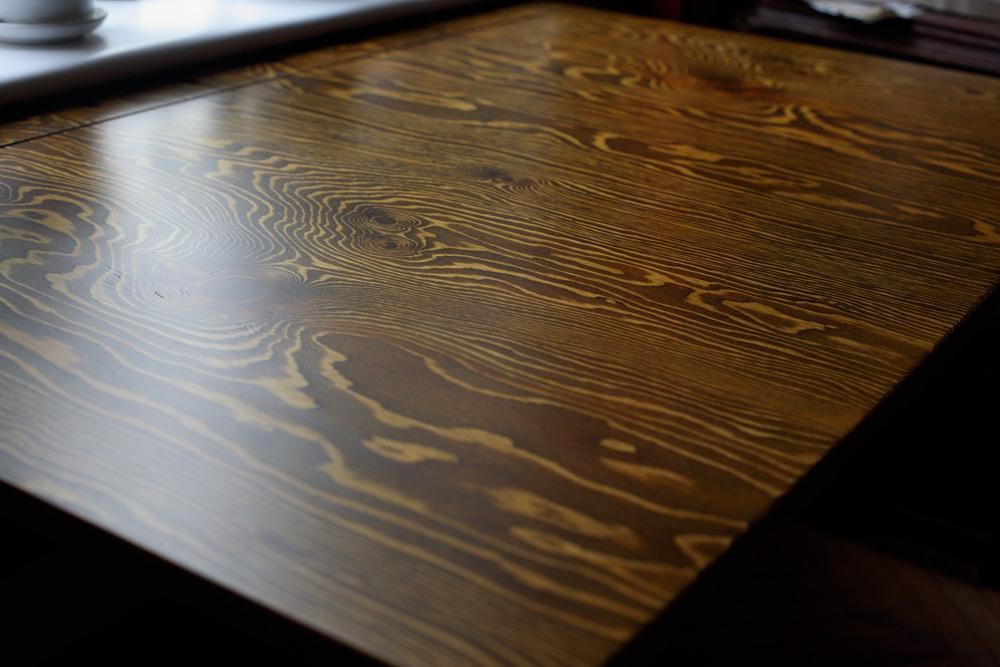 откидной стол подоконник фанера хвойная рабочий рабочее место для работы