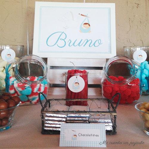 Chocolatinas de la mesa dulce del bautizo de Bruno, globos, lámina, chuches, pegatinas, pompones