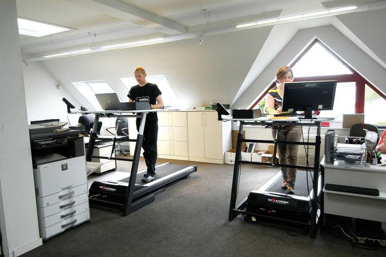 Walkdesk XL met zit-sta bureau SteelForce 670