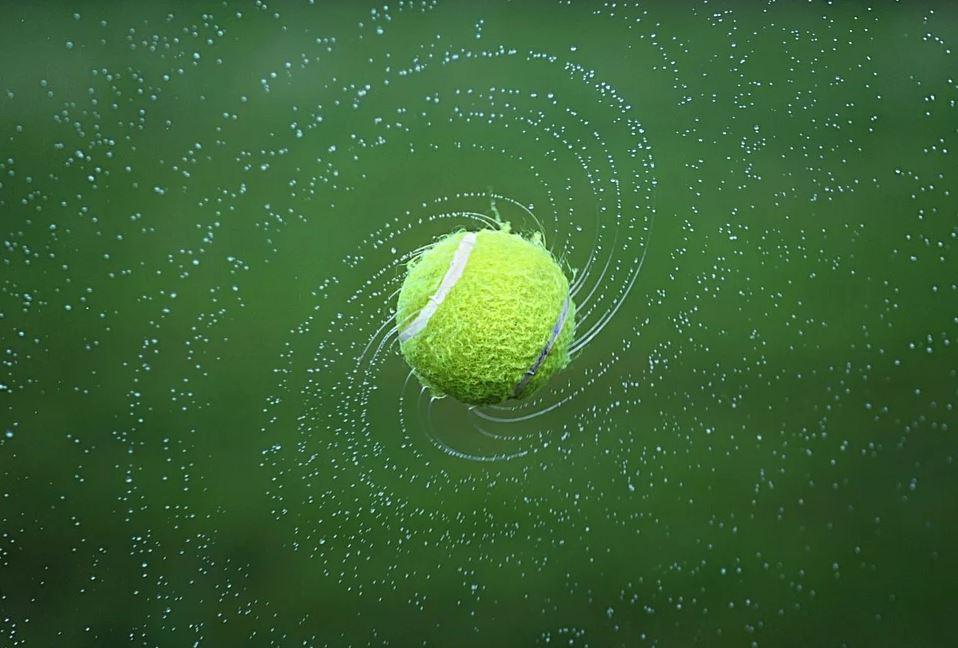 Tennis ball spinning