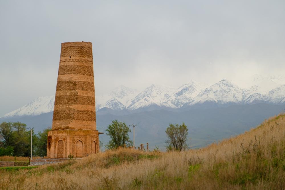 De 24 meter hoge Burana Toren: oorspronkelijk een minaret uit de 11de eeuw, gerestaureerd door de Sovjets.