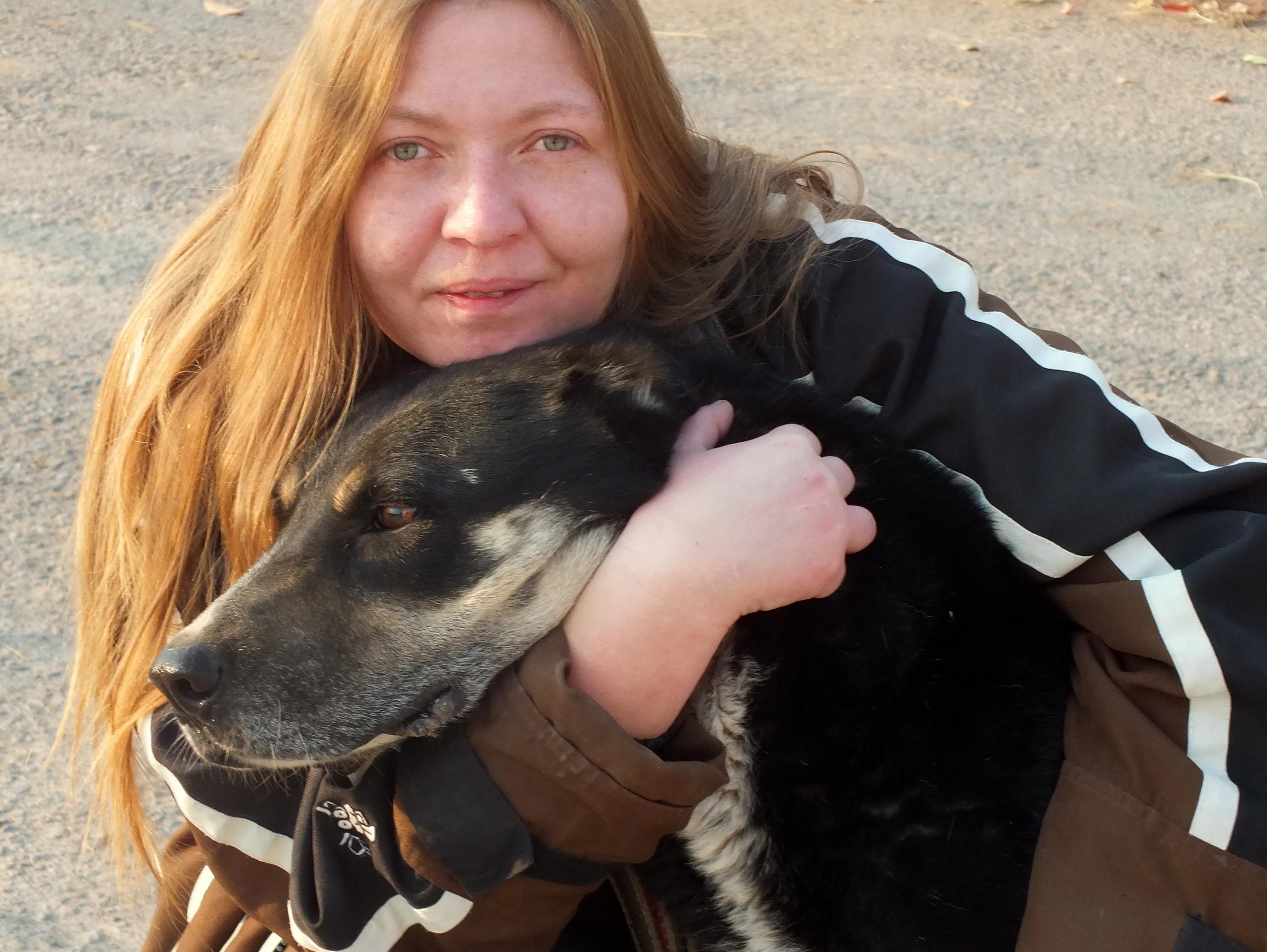 Луиза Мамаева и аборигенная собака, Таджикистан, 2013 г.