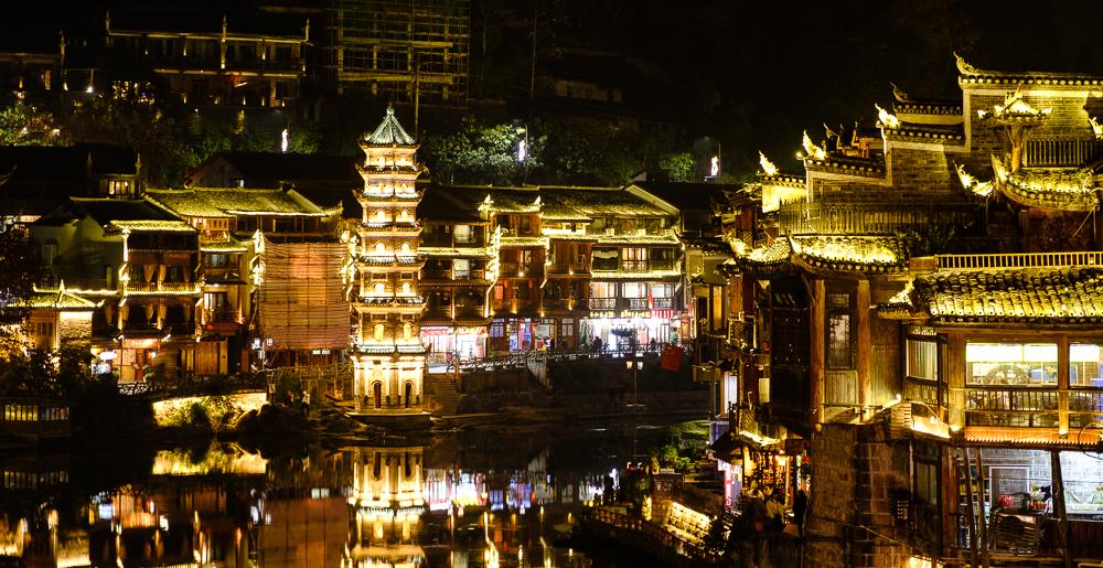 Fenghuang is een prachtig dorpje aan het water. Het is toeristisch en kitsch, maar we konden er genieten van een rustige dag. Leve het laagseizoen!