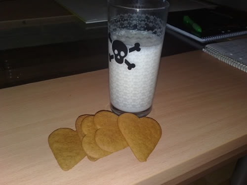 Yummy, yummy! I love milk and gingerbread cookies