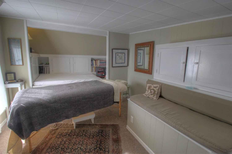 22 East Commercial Street Studio/Bedroom