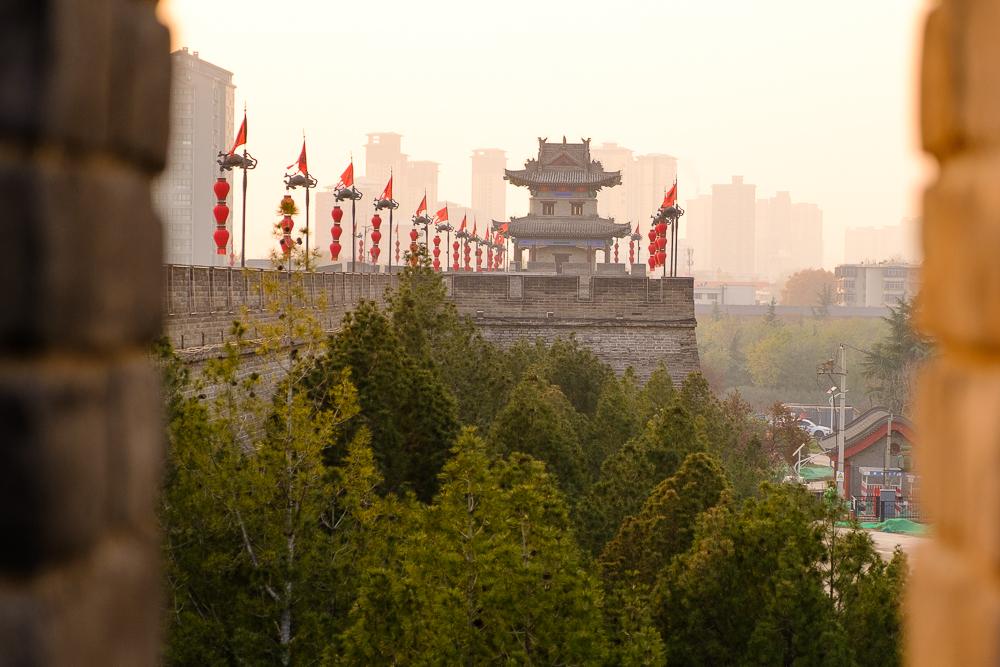 De stadsmuur van Xi'an was gigantisch, maar maakte ons niet echt enthousiast. De Wal(l)mart van Xi'an daarentegen… Omnomnom.