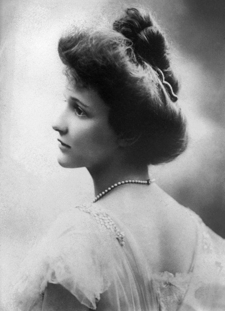 Nancy Astor, 1908