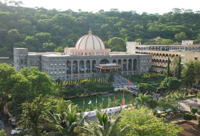 MAEER's Arts, Commerce and Science College, Pune Image