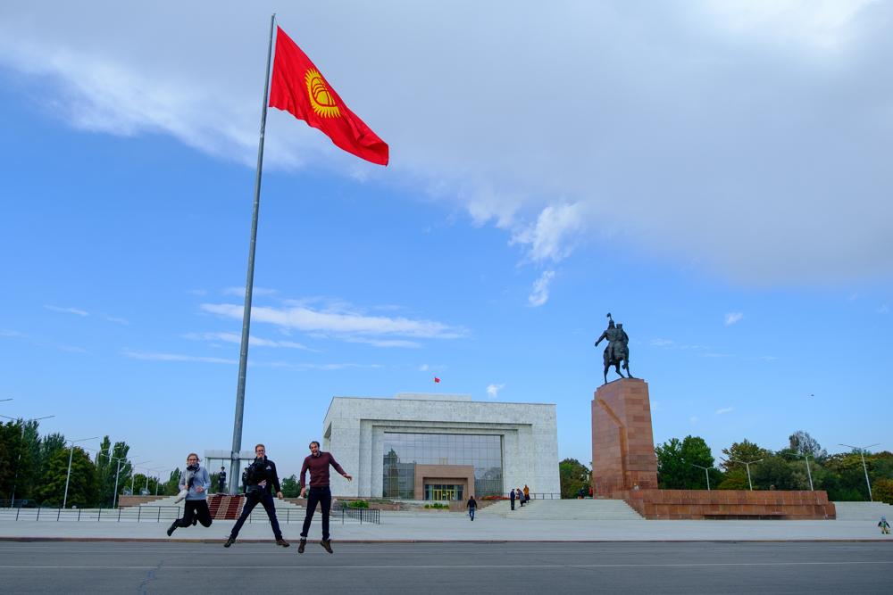 De Centraal-Aziatische hoofdsteden vechten om de grootste vlaggenstok, Bishkek doet flink mee!
