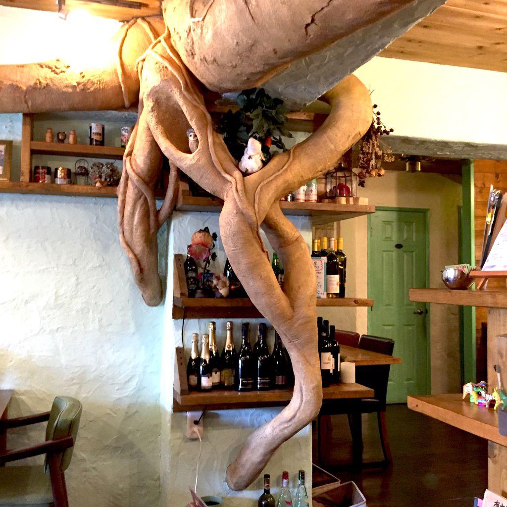 造形師による木のオブジェ