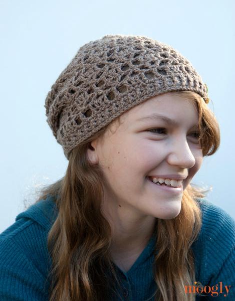 Fallen Leaves Slouch Hat Free Crochet Pattern  |  via Crochetrendy