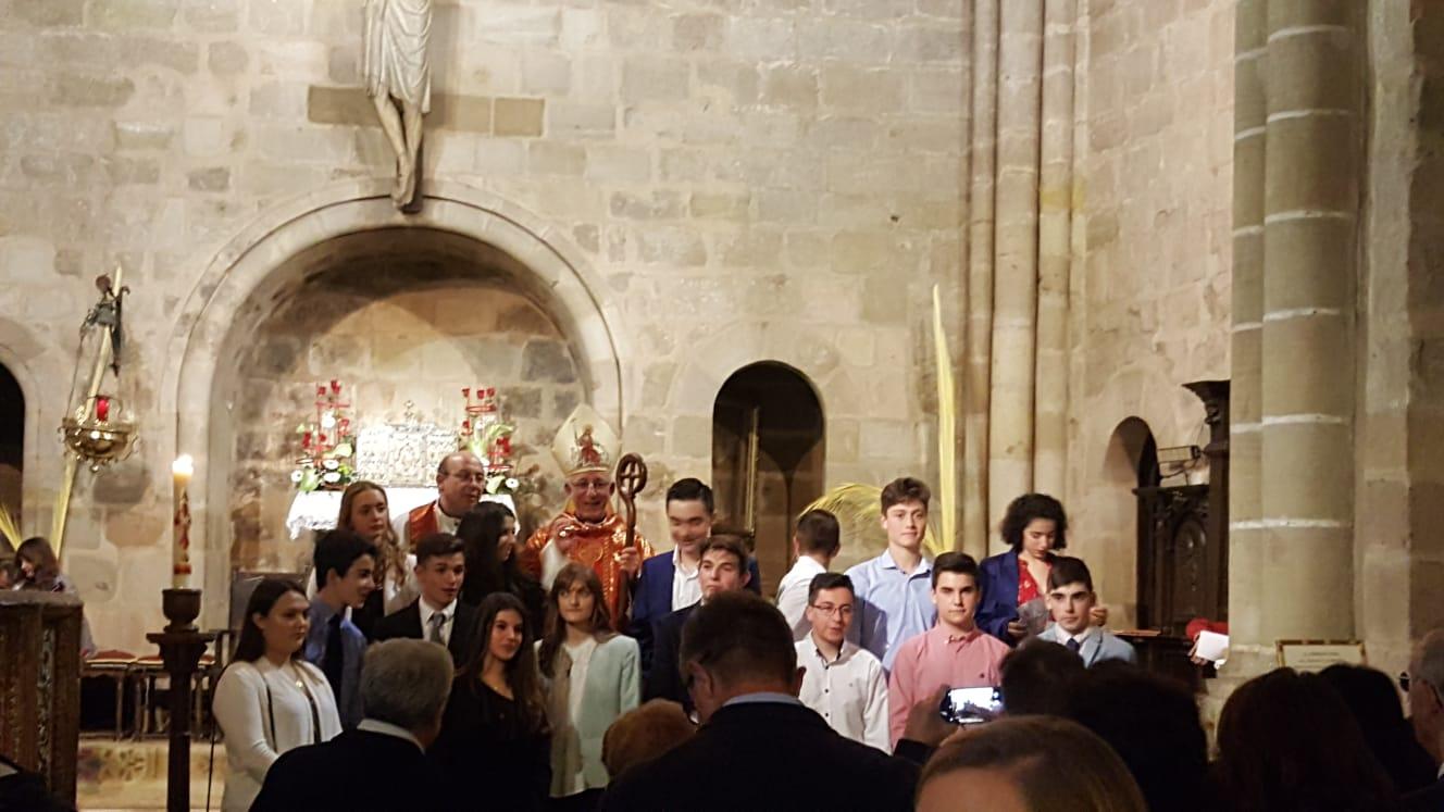 Una imagen del interior de la iglesia de San Vicente durante la ceremonia de la confirmación