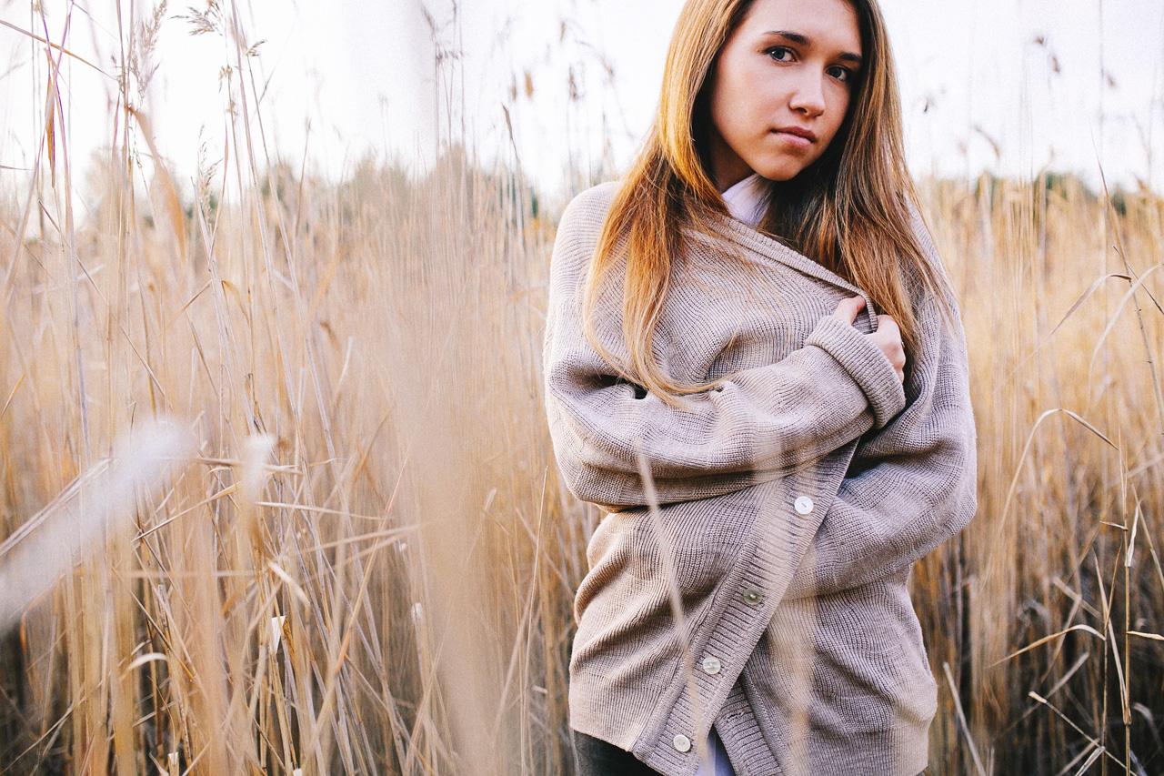 portretnaja-fotosessija-katja-v-osennem-lesu-svadebnyj-fotograf-arhangelska-fotoset