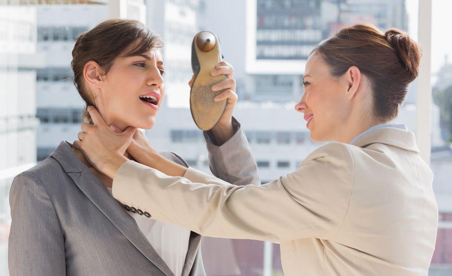 cara menghadapi rekan kerja yang menyebalkan