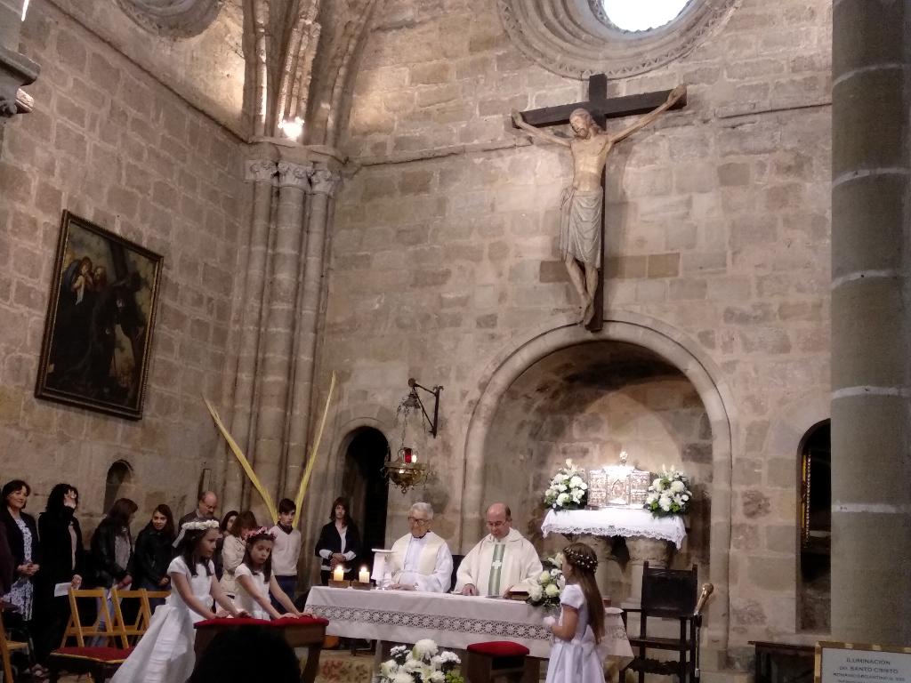 Una visión del presbiterio de San Vicente durante la ceremonia