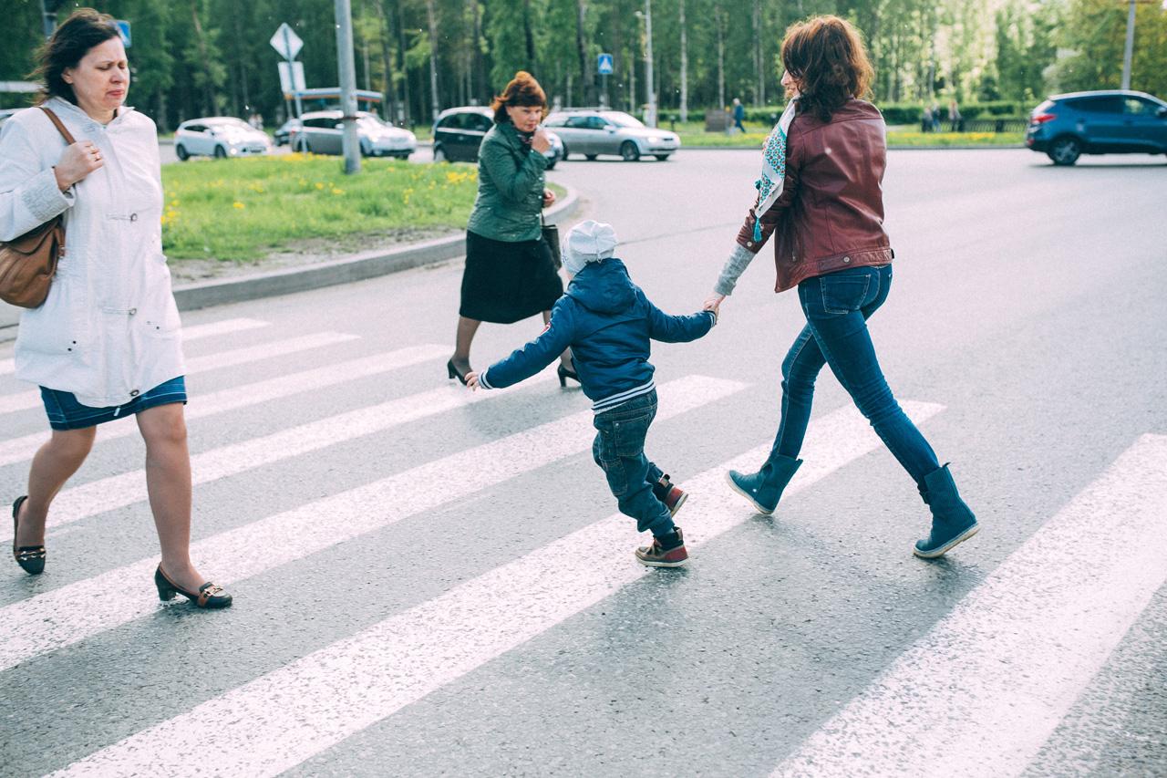 Пешеходный переход - семейная фотосессия в яблонях Северодвинск свадебный фотограф Архангельска