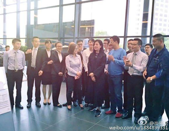 2016.10.08_Triệu Vy tham quan & mua xe tại showroom Mercedes-Benz 4S Trung Tinh, Vu Hồ, An Huy