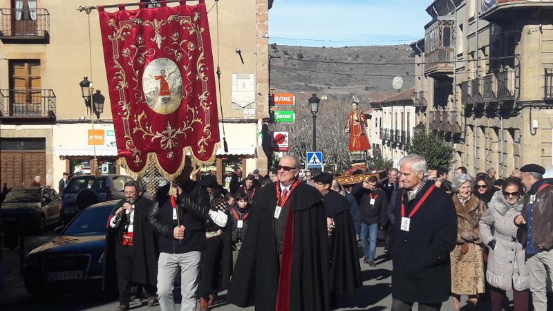 La procesión, atravesando la Plaza de los Vagos