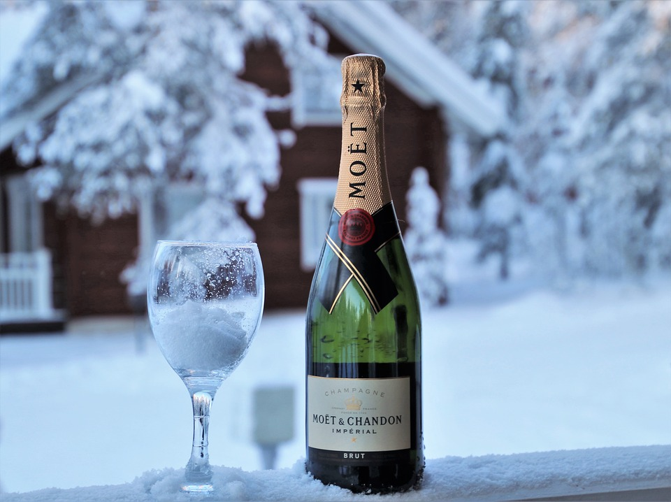 Champagne with snowy cabin