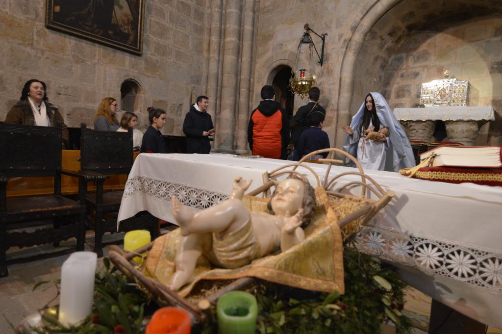 La imagen del Niño Jesús con los integrantes del Belén Viviente