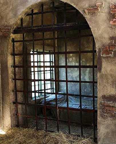 Средневековая тюремная «одиночка»