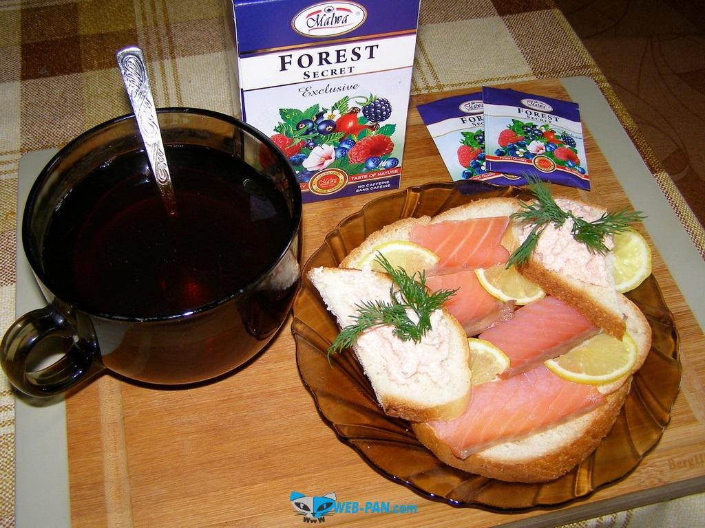 Классические бутерброды с красной рыбкой, рубку солю только сам - всегда отменно и на сушу и на сашими!