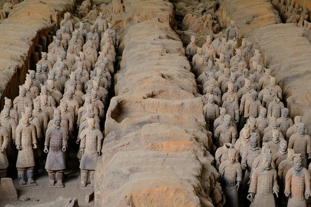 Iedereen komt natuurlijk naar Xi'an voor het terracottaleger, en terecht! Nog niet zo heel lang geleden werden deze soldaten ontdekt. Ze zijn ongeveer met 8000 en allemaal uniek. Ze waren deel van het graf van een belangrijke keizer rond het jaar 250 voor Christus (!).