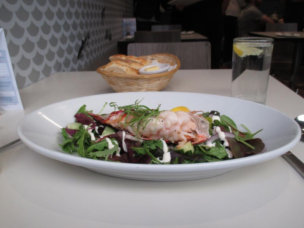 блюдо дня - салат с лобстером