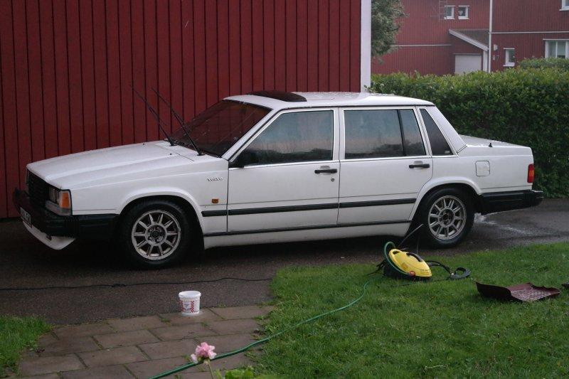 dl.dropboxusercontent.com/s/xmiwiet5b1ozno0/Renoverad_stylad_Volvo740_1987.jpg