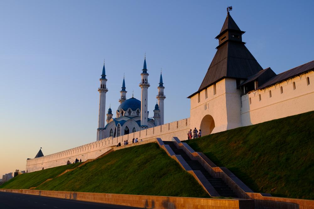 Het Kremlin van Kazan is volgens ons zowat het mooiste in heel het land, met naast prachtige overheidsgebouwen en musea ook een schitterende moskee. (onder)