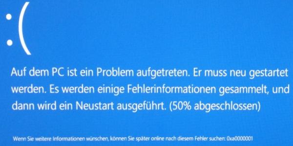 Auf dem Kunden-Laptop lag ein Problem vor, das beim Hochfahren immer wieder den sog. Bluescreen zeigte.