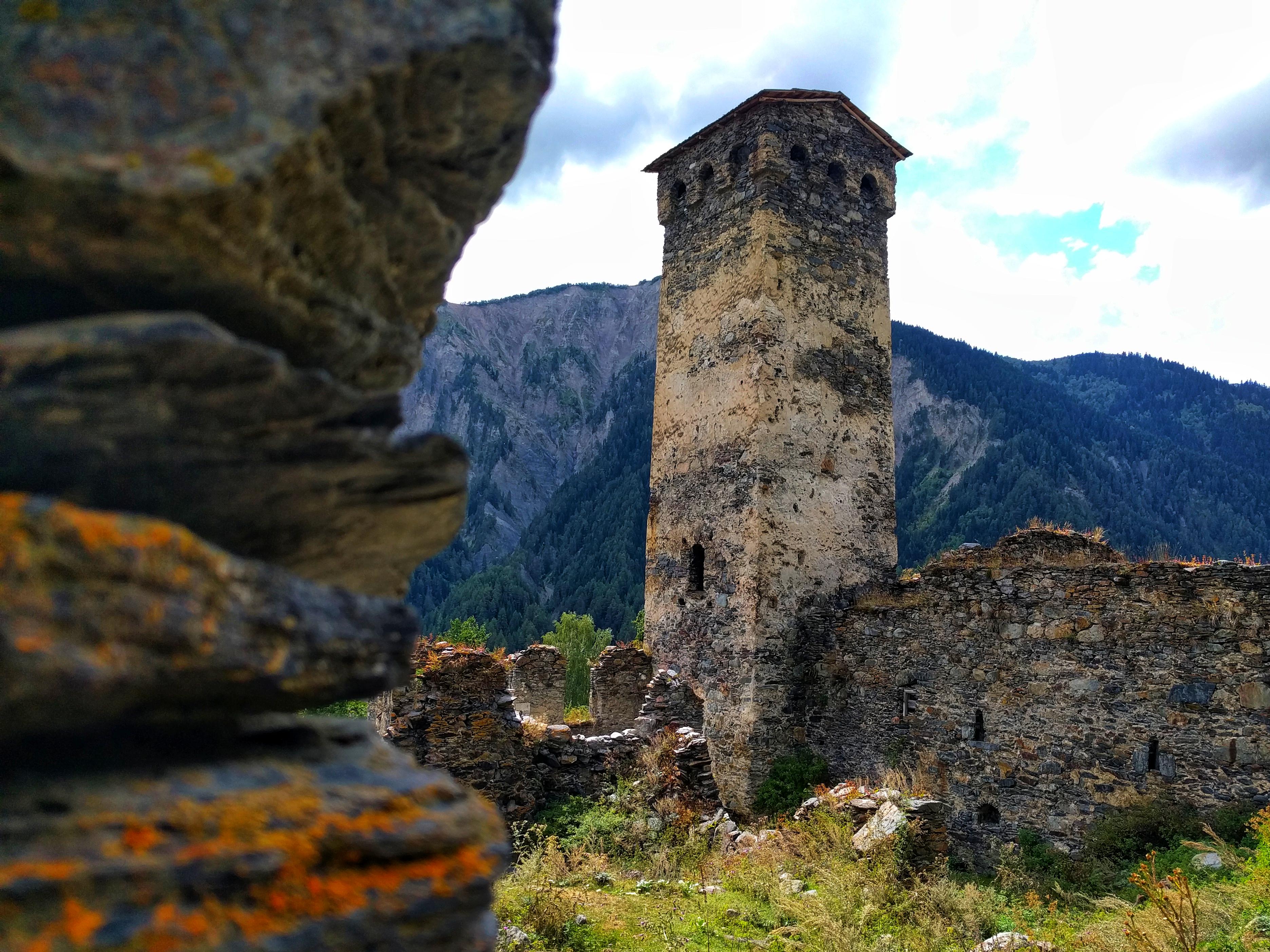 Dit soort torentjes kan je vinden in heel Georgië. Ze werden gebruikt als bunker avant la lettre